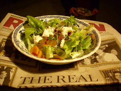 Bowl with salad and goat's cheese and grapes