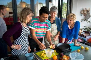 José teaches Argentine cookery class to interested group at Migrateful